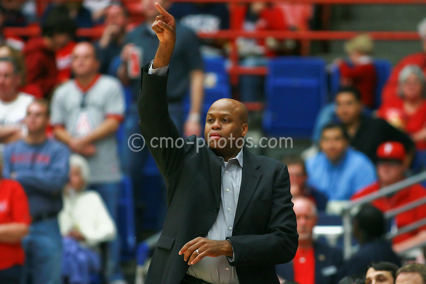 Jan 10, 2009; Tucson, AZ, USA; Oregon State Beavers head coach Craig Robinson gestures to his team in the second half of a game against the Arizona Wildcats at the McKale Center.  The Wildcats won the game 64-47.