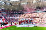 12.05.2018, Allianz Arena, Muenchen, GER, 1.FBL,  FC Bayern Muenchen vs. VfB Stuttgart, im Bild Deutscher Meister FC Bayern mit Manuel Neuer (FCB #1) Thomas Mueller (FCB #25) Jupp Heynckes (Cheftrainer FCB) <br /> <br />  Foto &copy; nordphoto / Straubmeier
