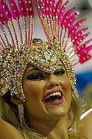 SAO PAULO, SP, 24 DE FEVEREIRO 2012 - CARNAVAL SP DESFILE CAMPEAS - ROSAS DE OURO - Ellen Rocche rainha da bateria  da escola de samba Rosas de Ouro durante desfile das campeãs  do Carnaval 2012 de São Paulo, no Sambódromo do Anhembi, na zona norte da cidade, (FOTO: ALE VIANNA - BRAZIL PHOTO PRESS)