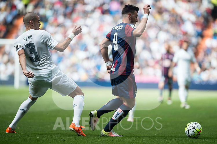 Real Madrid's Pepe and Sociedad Deportiva Eibar's Sergi Enrich during La Liga match. April 09, 2016. (ALTERPHOTOS/Borja B.Hojas)