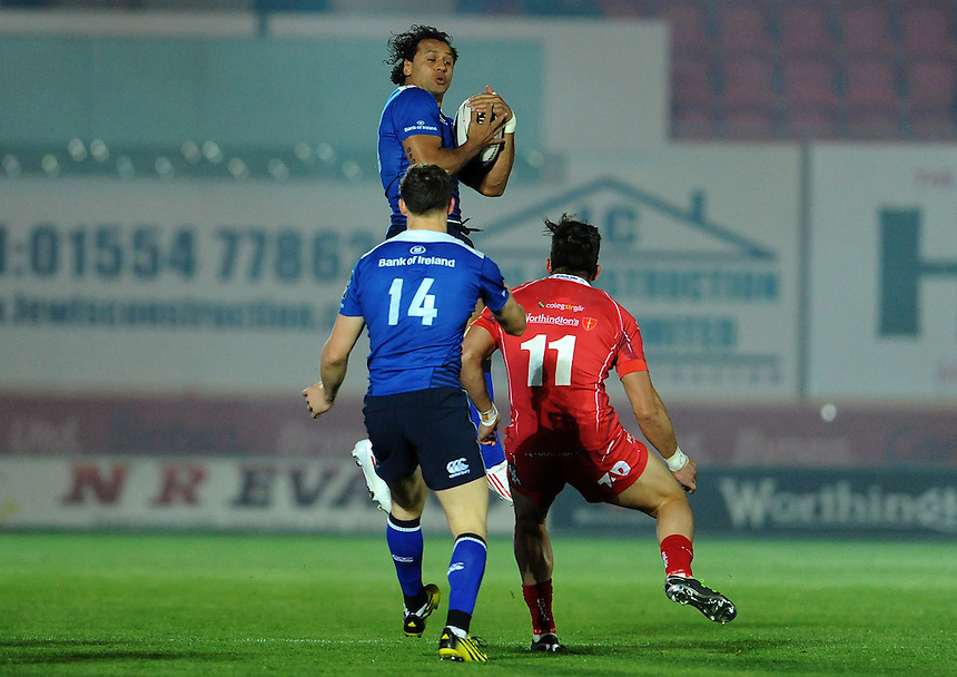 Leinster's Isa Nacewa in action during todays match<br /> <br /> Photographer Ian Cook/CameraSport<br /> <br /> Rugby Union - Guinness PRO12 - Scarlets v Leinster - Friday 16th October 2015 - Parc y Scarlets - Llanelli<br /> <br /> &copy; CameraSport - 43 Linden Ave. Countesthorpe. Leicester. England. LE8 5PG - Tel: +44 (0) 116 277 4147 - admin@camerasport.com - www.camerasport.com