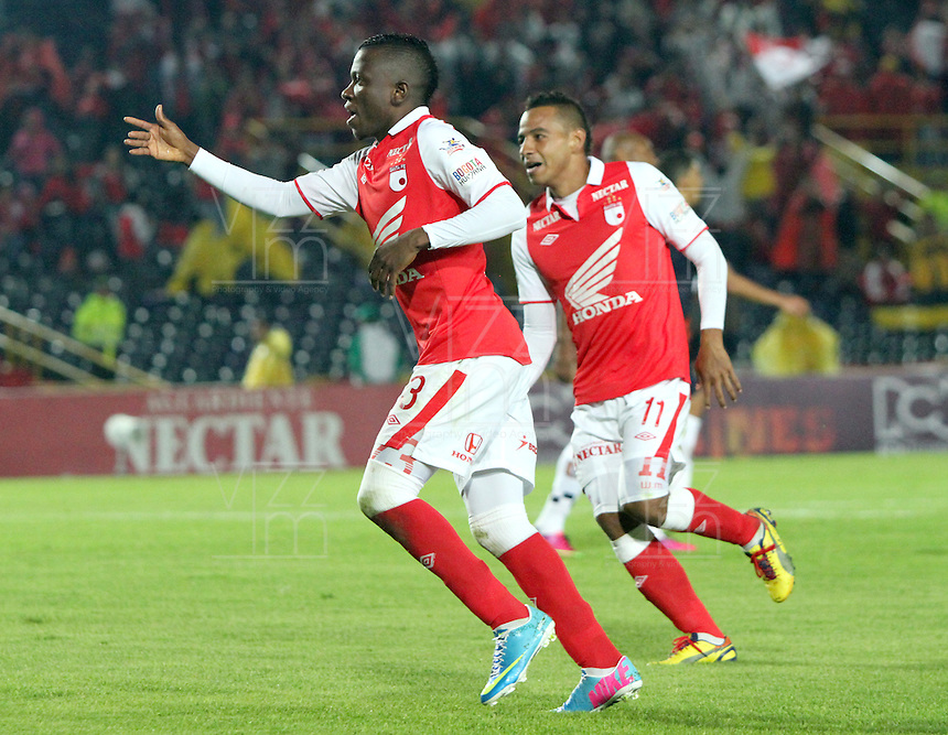 fBOGOTA - COLOMBIA- 05 -05-2013: Jefferson Cuero  jugador de  Santa Fe  celebra su gol  contra  Chicó    partido en el estadio El Campín de la ciudad de Bogotá, mayo 11  de 2013. partido por la  fecha  quince   de la Liga Postobon I. (Foto: VizzorImage / Felipe Caicedo / Staff). Player efferson Cuero Santa Fe celebrates his goal against Chico match at El Campin in Bogota, May 11, 2013. party by the fifteenth day of the League Europa League I. .  (Foto: VizzorImage / Felipe Caicedo / Staff).