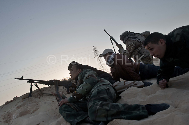 © Remi OCHLIK/IP3 -   Benghazi March 25, 2011 - Opposition fighters hold their position at 9 kilometers from Adjabyia still occupied by the loyalist forces