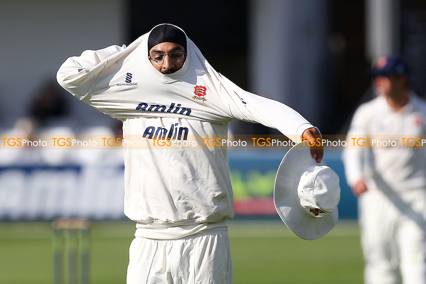 Monty Panesar of Essex - Essex CCC vs Surrey CCC - LV County Championship Division Two Cricket at the Essex County Ground, Chelmsford, Essex - 25/05/14 - MANDATORY CREDIT: Gavin Ellis/TGSPHOTO - Self billing applies where appropriate - 0845 094 6026 - contact@tgsphoto.co.uk - NO UNPAID USE