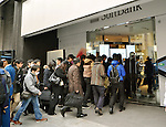 March 16, 2012, Tokyo, Japan - The door opens for the release of the New iPad at the flagship store of Sioftbank, Apples Japanese retailer in Tokyos Ginza district on Friday, March 16, 2012. (Photo by Natsuki Sakai/AFLO) AYF -mis-