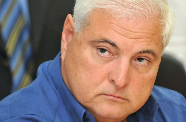 PAN03 - CIUDAD DE PANAMÁ (PANAMÁ), 12/6/2017.- Fotografía de archivo del candidato presidencial por el partido Cambio Democrático, Ricardo Martinelli, el 29 de enero de 2009, en una rueda de prensa en Ciudad de Panamá. El expresidente de Panamá Ricardo Martinelli (2009-2014), requerido en su país por una caso de escuchas ilegales, fue detenido hoy, 12 de junio de 2017, en Miami, Estados Unidos, informó a Efe su abogada, Alma Cortés. EFE/Alejandro Bolívar / ARCHIVO