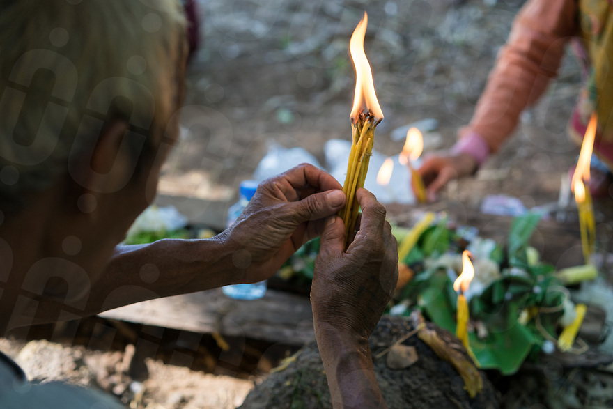 May 1st, 2017 - Nakasang (Laos). Mr. Xouan, a phi bob, offers candles alongside other villagers before the ceremony begins. © Thomas Cristofoletti / Ruom