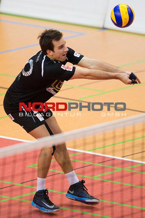 29.01.2014, ENNI Sportpark, Moers<br /> Volleyball, Bundesliga Maenner, Moerser SC vs. TV Ingersoll B&uuml;hl / Buehl<br /> <br /> Annahme Bj&ouml;rn / Bjoern H&ouml;hne / Hoehne (#10 Buehl)<br /> <br />   Foto &copy; nordphoto / Kurth