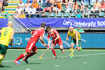The Hague, Netherlands, June 07: Henry Weir #6 of England looks to pass during the field hockey group match (Men - Group A) between England and Australia on June 7, 2014 during the World Cup 2014 at Kyocera Stadium in The Hague, Netherlands. Final score 0-5 (0-4) (Photo by Dirk Markgraf / www.265-images.com) *** Local caption *** Robert Hammond #6 of Australia, Nick Catlin #26 of England, Henry Weir #6 of England, Glenn Turner #4 of Australia