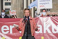 """Mehrere Menschenrechts- und Fluechtlingsorganisationen haben auf einer Kundgebung am Donnerstag den 23. April 2020 in Berlin von den EU-Staaten die rasche Aufnahme von Fluechtlingen aus Griechenland gefordert. Die Camps auf den griechischen Inseln muessten angesichts der Corona-Krise sofort aufgeloest werden, denn sie drohten zu """"pandemischen Hotspots"""" zu werden, hiess es in einem Aufruf des Republikanischen Anwaeltinnen- und Anwaeltevereins (RAV). Dazu fand am Donnerstag in Berlin eine Kundgebung statt, die live im Internet uebertragen wurde. Daran beteiligten sich unter anderem auch Vertreter von Amnesty International, vom European Center for Constitutional and Human Rights (ECCHR), vom Unteilbar-Buendnis sowie Vertreter weiterer Organisationen.<br /> Die Kundgebung fand mit 20 Personen unter den strengen Auflagen anlaesslich der Covid-19-Pandemie statt.<br /> Im Bild: Katja Riemann, Schauspielerin.<br /> 23.4.2020, Berlin<br /> Copyright: Christian-Ditsch.de<br /> [NUR FUER REDAKTIONELLE ZWECKE! Werbung nur auf Anfrage beim Fotografen. Inhaltsveraendernde Manipulation des Fotos nur nach ausdruecklicher Genehmigung des Fotografen. Vereinbarungen ueber Abtretung von Persoenlichkeitsrechten/Model Release der abgebildeten Person/Personen liegen nicht vor. NO MODEL RELEASE! Don't publish without copyright Christian-Ditsch.de, Veroeffentlichung nur mit Fotografennennung, sowie gegen Honorar, MwSt. und Beleg. Konto: I N G - D i B a, IBAN DE58500105175400192269, BIC INGDDEFFXXX, Kontakt: post@christian-ditsch.de<br /> Bei der Bearbeitung der Dateiinformationen darf die Urheberkennzeichnung in den EXIF- und  IPTC-Daten nicht entfernt werden, diese sind in digitalen Medien nach §95c UrhG rechtlich geschuetzt. Der Urhebervermerk wird gemaess §13 UrhG verlangt.]"""