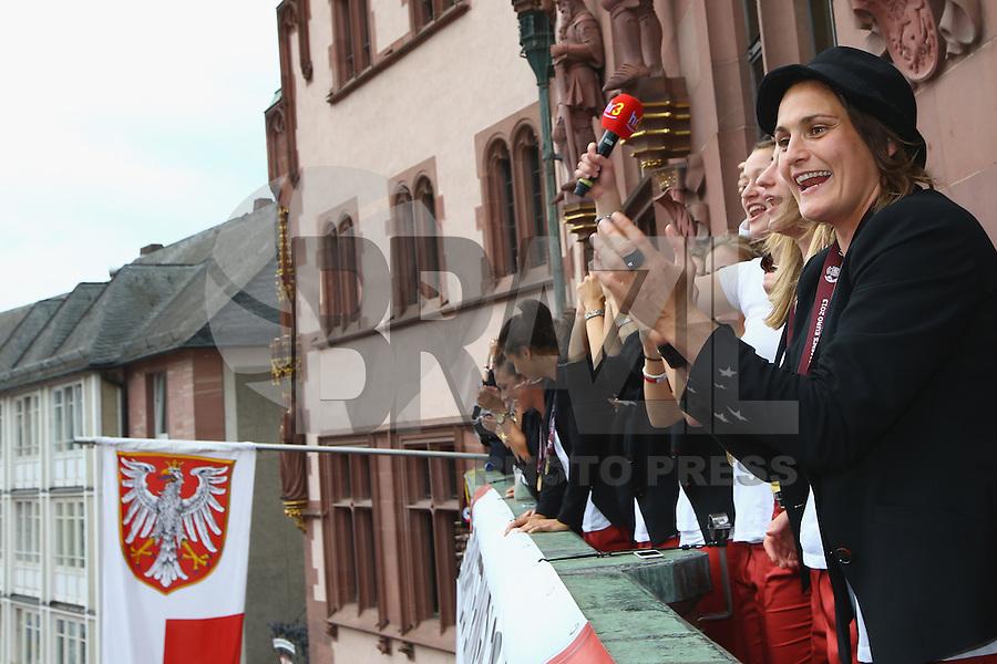 FRANKFURT, ALEMANHA, 29.07.2013 - CELEBRAÇÃO EURO FEMININA 2013 - A jogadora Nadine Angerer celebra a conquista da Euro 2013 de Futebol Feminino na região central de Frankfurt na Alemanha nesta segunda-feira, 29. (Foto: Pixathlon / Brazil Photo Press).