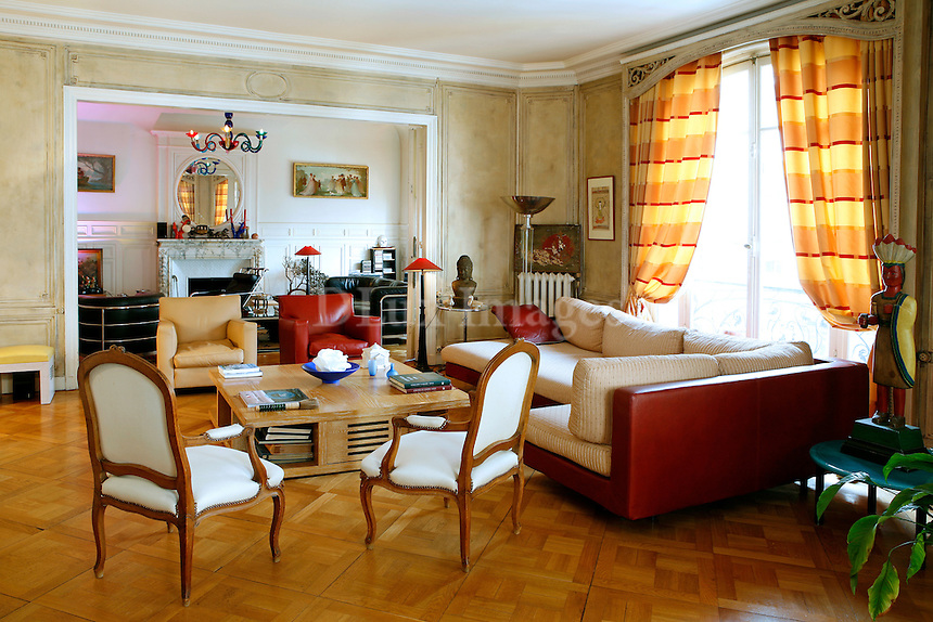 A family apartment in Paris in a famous historical building built between the Art Nouveau and Art Deco periods in 1911 and designed  by a very famous architect, . E .Herscher