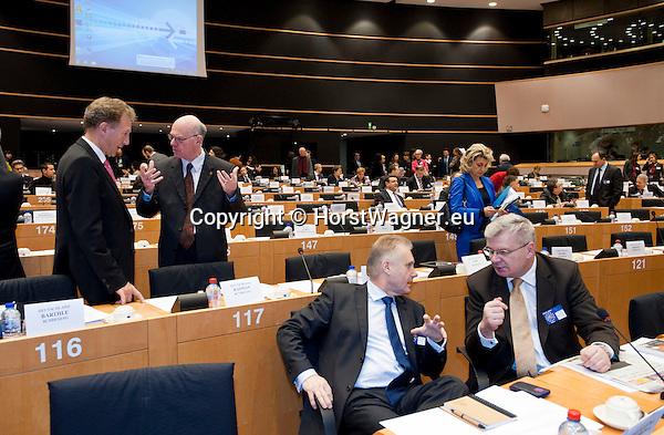 Bruessel - Belgien, 20. Januar 2014; <br /> MdB Prof. Dr. Norbert LAMMERT (2.li), Praesident des Deutschen Bundestages, nimmt im Rahmen einer Bundestagsdelegation teil an der Interparlamentarischen Konferenz zur wirtschaftlichen Steuerung der EU (siehe Artikel 13 des EU-Fiskalvertrags); hier, vor Sitzungsbeginn im kleinen Plenarsaal des Europaeischen Parlaments, mit MdB Norbert BARTHLE (li)(CDU/CSU), Leiter der Bundestagsdelegation; <br /> Photo: © Horst Wagner / DBT; <br /> Tel.: +49 179 5903216; <br /> horst.wagner@skynet.be