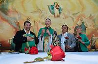 SAO PAULO, SP, 29.09.2013 – MISSA EM HOMENAGEM A HEBE CAMARGO: Filho de Hebe Camargo , Marcello de Camargo (e)  esteve presente na missa de 1 ano da morte da apresentadora Hebe Camargo, celebrada na manhã deste domingo (29) pelo Padre Marcelo Rossi, no Santuário Mãe de Deus, em Interlagos, zona sul de São Paulo. FOTO: LEVI BIANCO - BRAZIL PHOTO PRESS