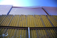 Confine Arizona Messico Il muro che divide Messico e Stati Uniti a Nogales<br />