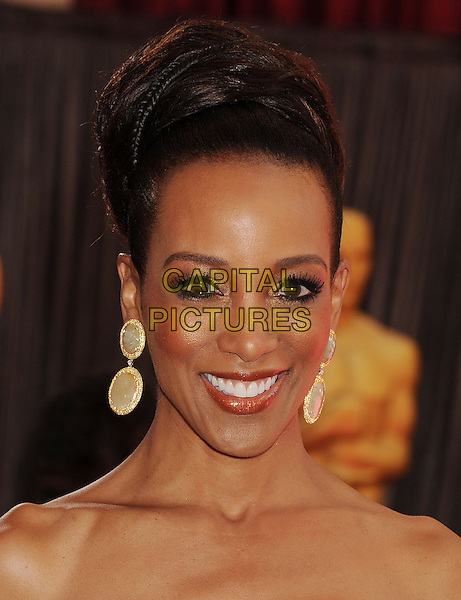 Robin Roberts.85th Annual Academy Awards held at the Dolby Theatre at Hollywood & Highland Center, Hollywood, California, USA..February 24th, 2013.oscars headshot portrait dangling earrings gold hair up strapless bare shoulders .CAP/ROT/TM.©Tony Michaels/Roth Stock/Capital Pictures