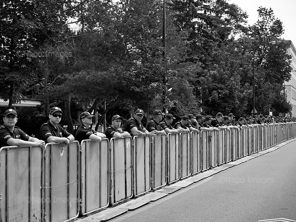 Warsaw 20/07/2017 Poland<br /> Police officers protecting the Polish Parliament while Anti-Pis government protesters standing by the Sejm, Polish parliament are reacting after the bill to chenge the way of electing the Supreme Court judges, which curbs rule of law in Poland has been passed.<br /> Photo: Adam Lach / Napo Images<br /> <br /> Warszawa 20/07/2017<br /> Protestujacy pod sejmem reaguja na informacje o tym ze ustawa zmieniajaca sposob wybierania sedziow Sadow Najwyzszego zostalo uchwalone.<br /> Fot: Adam Lach / Napo Images