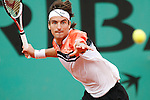 Roland Garros. Paris, France. June 5th 2007..1/4 Finals..Tommy ROBREDO against Roger FEDERER.