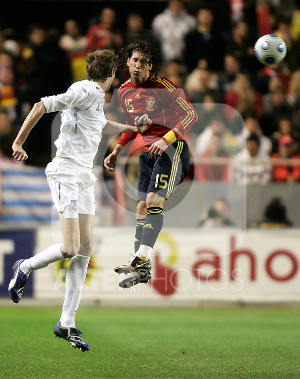 Spain´s Sergio Ramos against England's Peter Crouch during an international friendly, February 11, 2009. (ALTERPHOTOS/Alvaro Hernandez).
