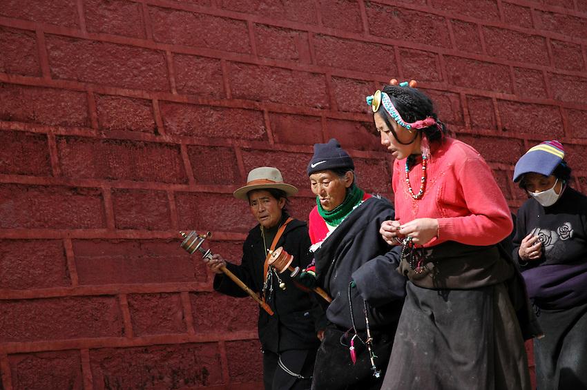 Tibetan worshippers circling the Bakong Monastery, Dege - March 20, 2008 - Michael Benanav - 505-579-4046