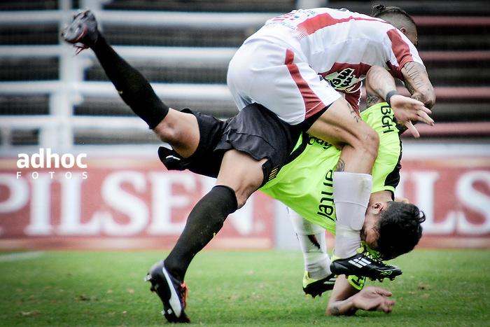 20161203/ Javier Calvelo - adhocFOTOS/ URUGUAY/ MONTEVIDEO/  DEPORTE - FUTBOL/ CAMPEONATO URUGUAYO ESPECIAL 2016 / 14&deg; FECHA/ River Plate ante Pe&ntilde;arol en la cancha Parque Saroldi (a puertas cerradas) por la decimocuarta fecha del Campeonato Uruguayo Especial 2016. <br /> En la foto: Math&iacute;as Saavedra y Maximiliano Perg en el encuentro entre River Plate y Pe&ntilde;arol en el Parque Saroldi por el Campeonato Uruguayo Especial. Foto: Javier Calvelo/ adhocFOTOS