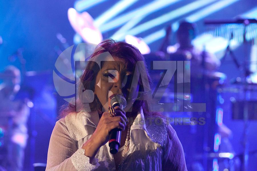 SAO PAULO,SP, 31 DE DEZEMBRO DE 2011 - REVEILLON NA PAULISTA -Roberta Miranda emociona o público com seu show no reveillon da paulista, nesta noite de sabado (31). Foto Ricardo Lou - News Free