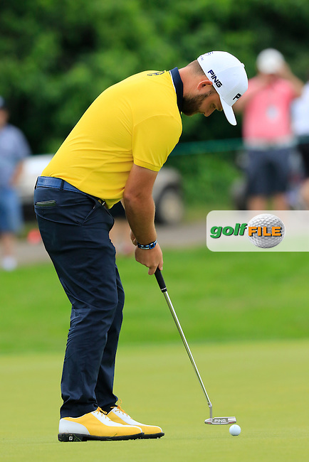 Andy Sullivan (ENG) putts on the 1st green during Friday's Round 1 of the 2016 U.S. Open Championship held at Oakmont Country Club, Oakmont, Pittsburgh, Pennsylvania, United States of America. 17th June 2016.<br /> Picture: Eoin Clarke | Golffile<br /> <br /> <br /> All photos usage must carry mandatory copyright credit (&copy; Golffile | Eoin Clarke)