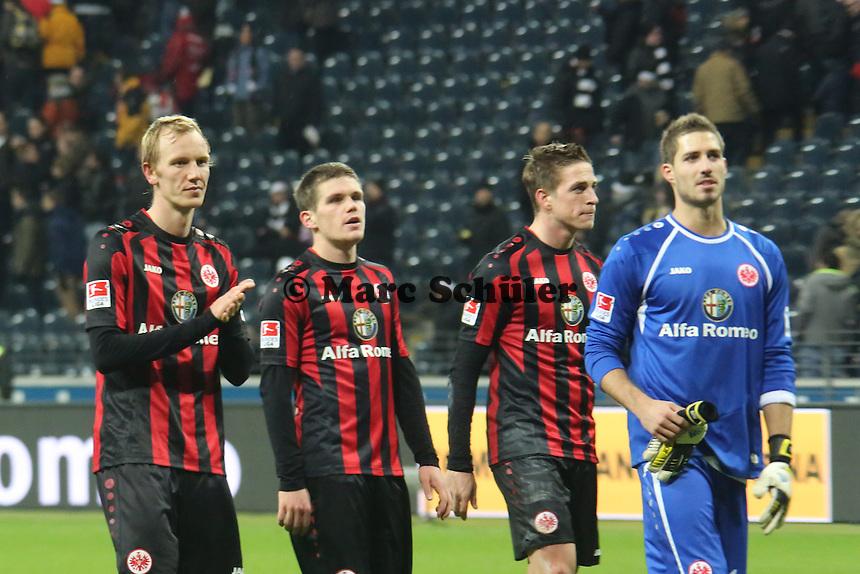 Jan Rosenthal, Sebastian Jung, Johannes Flum und Kevin Trapp (Eintracht) bedanken sich bei den Anhängern - Eintracht Frankfurt vs. TSG 1899 Hoffenheim, Commerzbank Arena