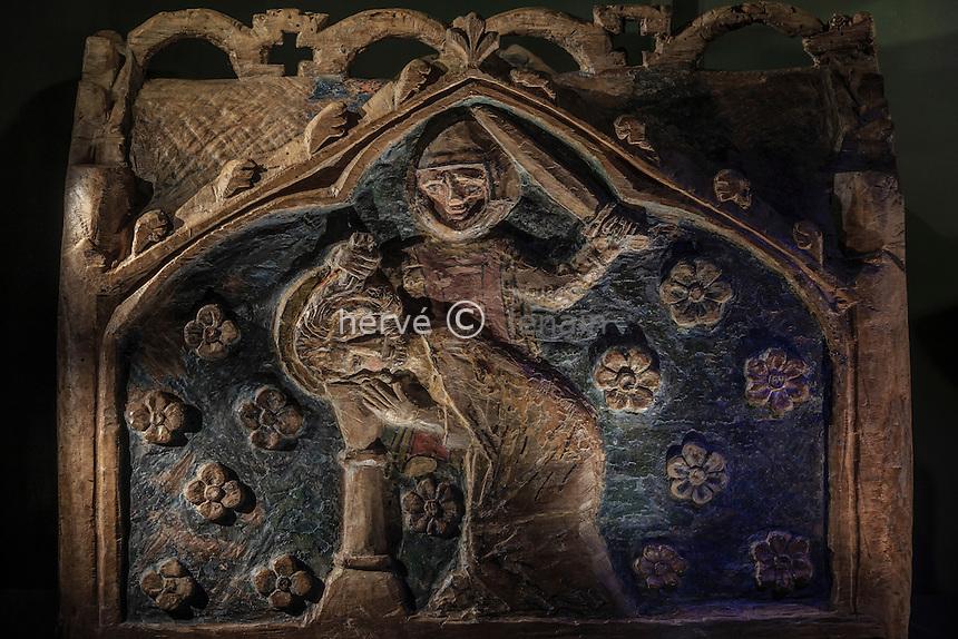 France, Indre (36), Saint-Marcel, le trésor de l'église Saint-Marcel, châsse-reliquaire en bois représentant le martyre de Saint Marcel // France, Indre, Saint Marcel, the church, the treasure, wooden reliquary of the martyrdom of Saint Marcel