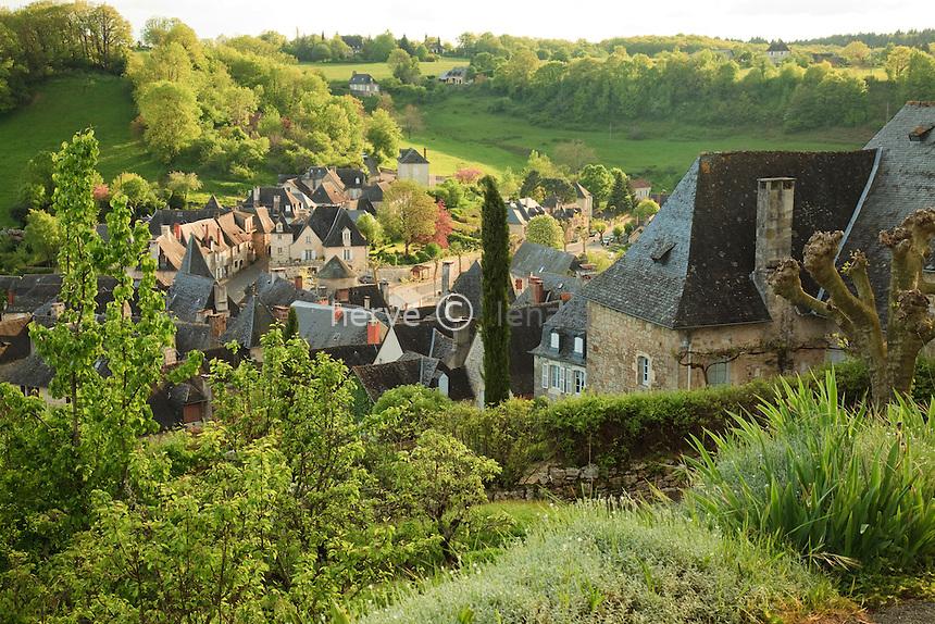 France, Corrèze (19), Turenne, labellisé Les Plus Beaux Villages de France, région du Périgord et du Querçy, vue sur la ville basse // France, Correze, Turenne, labelled Les Plus Beaux Villages de France (The Most Beautiful Villages of France), view on the law city