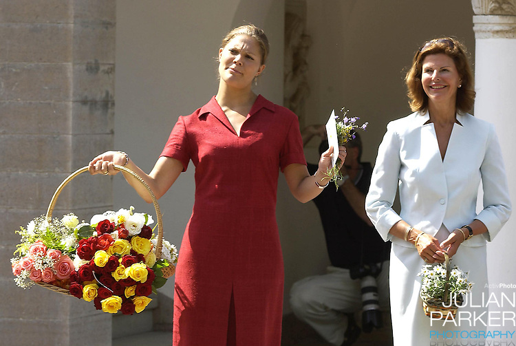 CROWN PRINCESS VICTORIA OF SWEDEN CELEBRATES HER 25TH BIRTHDAY, .WITH HER PARENTS, AT SOLLIDEN, NEAR BERGHOLM, SWEDEN..14/7/02.  PICTURE: UK PRESS   (ref 5105-9)