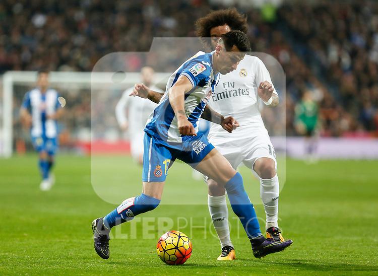 Real Madrid´s Marcelo Vieira (R) and Espanyol´s Hernan Perez during 2015/16 La Liga match between Real Madrid and Espanyol at Santiago Bernabeu stadium in Madrid, Spain. January 31, 2016. (ALTERPHOTOS/Victor Blanco)