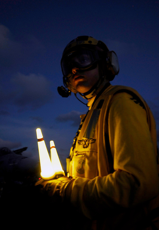 090418-N-6538W-247.PACIFIC OCEAN (April 18, 2009) Aviation Boatswain's Mate (Handling) Airman Richard Koller, from Baltimore, directs aircraft on the flight deck during night flight operations aboard the aircraft carrier USS John C. Stennis (CVN 74). John C. Stennis is on a scheduled six-month deployment to the western Pacific Ocean. (U.S. Navy photo by Mass Communication Specialist 3rd Class Walter M. Wayman/Released).