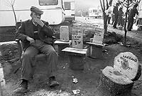 - terremoto in Irpinia, tre settimane dopo  (dicembre 1980), sedili in legno donati per solidariet&agrave;  da sopravissuti del terremoto in Friuli<br /> <br /> - earthquake in Irpinia, three weeks after (December1980), wooden seats donated for solidarity by survivors of the Friuli earthquake