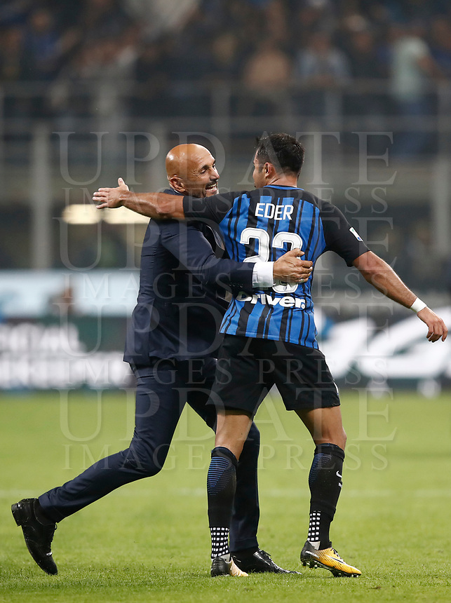 Calcio, Serie A: Milano, stadio Giuseppe Meazza, 15 ottobre 2017.<br /> Inter's coach Luciano Spalletti (l) celebrates with Inter's Eder (r) after winning 3-2 the Italian Serie A football match between Inter and Milan at Giuseppe Meazza (San Siro) stadium, October15, 2017.<br /> UPDATE IMAGES PRESS/Isabella Bonotto