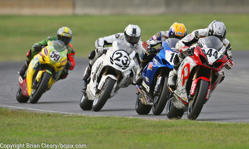 Taylor Knapp leads a pack during Sunday's American Superbike race at the Suzuki Big Kahuna Nationals, Virginia International Raceway, Alton, VA, August 2009. (Photo by Briain Cleary/www.bcpix.com)