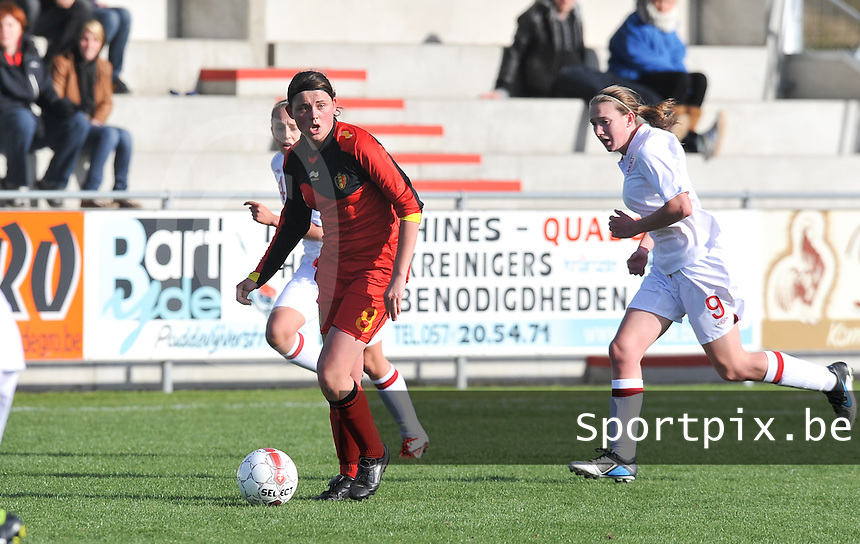 UEFA Women's Under 17 Championship - Second Qualifying round - group 1 : Belgium - England : .Sofie Huyghebaert aan de bal voor Lucy Whipp.foto DAVID CATRY / Vrouwenteam.be