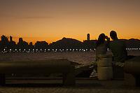 BALNEARIO CAMBORIU, SC, 12 DE JULHO 2013 - CLIMA TEMPO - Anoitecer no bairro Molhe da Barra Sul de Balneário Camboriú nesta sexta-feira, 12. Foto: Mengalvio Demonti Junior - Brazil Photo Press.