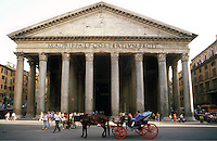 Rome   1995.Pantheon.Horse-Drawn Carriage in Piazza della Rotonda..Carrozzella con cavallo  in Piazza della Rotonda  davanti al pantheon