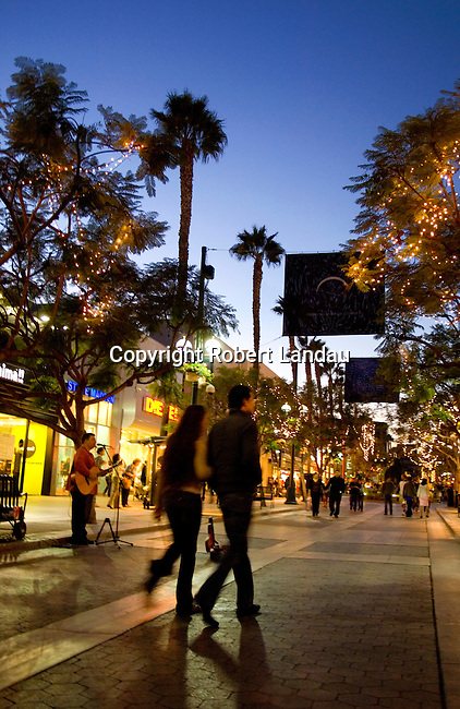 3rd Street Promenade in Santa Monica, CA