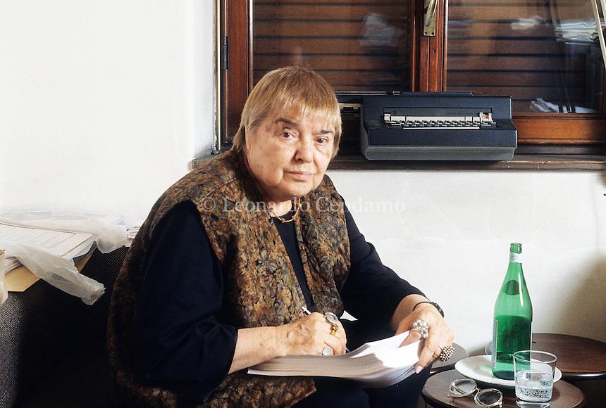 Fernanda Pivano, writer, traduttrice, giornalista e critica musicale italiana, Milano, 1997;  © Leonardo Cendamo