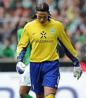 FUSSBALL   1. BUNDESLIGA   SAISON 2011/2012   32. SPIELTAG SV Werder Bremen - FC Bayern Muenchen               21.04.2012 Torwart Tim Wiese (SV Werder Bremen) enttaeuscht
