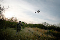 Border patrol agent John Bernal in pursuit of traffickers .Tucson, AZ.12/8/05.photos: Hector Emanuel