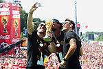 15.07.2015, Brandenburger Tor, Fanmeile, Berlin, Ankunft der deutschen Nationalmannschaft,   <br /> <br />  Lukas Podolski; Jerome Boateng; Mesut Oezil<br /> <br /> Foto &copy; nordphoto