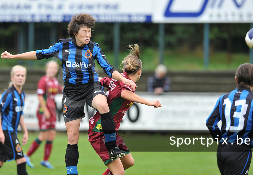 Club Brugge Dames - Dames Zulte Waregem : duel met Ingrid De Rycke.foto DAVID CATRY / Vrouwenteam.be