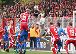 07.10.2018, Stadion an der Wuhlheide, Berlin, GER, 2.FBL, 1.FC UNION BERLIN  VS. 1.FC Heidenheim, <br /> DFL  regulations prohibit any use of photographs as image sequences and/or quasi-video<br /> im Bild Sebastian Andersson (1.FC Union Berlin #10), Kevin Mueller (Heidenheim #1)<br /> <br /> <br />      <br /> Foto &copy; nordphoto / Engler