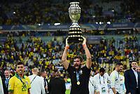 Rio de Janeiro (RJ), 07/07/2019 - Copa América / Final / Brasil x Peru -   Alisson da seleção Brasileira durante premiação de Campeão da Copa América, no Estádio Maracanã, neste domingo, 07. (Foto: Ricardo Botelho/Brazil Photo Press)
