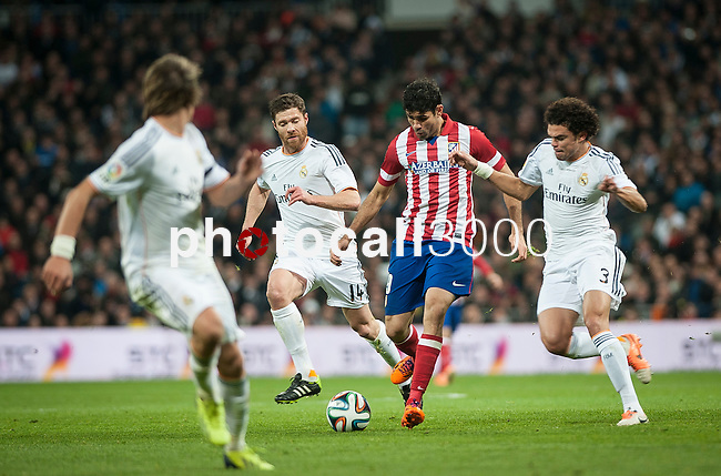 Santiago Bernabeu. Madrid. Spain. 05.02.2014. Football match between Real Madrid and Atletico de Madrid. Diego Costa. Xabi Alonso. Pepe