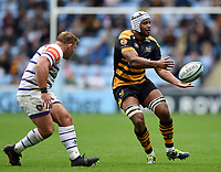 Nizaam Carr of Wasps passes the ball. Gallagher Premiership match, between Wasps and Leicester Tigers on September 16, 2018 at the Ricoh Arena in Coventry, England. Photo by: Patrick Khachfe / JMP