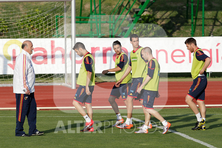MADRID (24/05/09).- The Spanish Soccer national team has officially begun their hunt for the championship, arriving in the Madrid municipality of Las Rozas to begin preparing for South Africa World Cup.  Coach Vicente del Bosque, Cesc Fabregas, Jesus Navas, Sergio Busquets, Iniesta and Xabi Alonso...PHOTO: Cesar Cebolla / ALFAQUI